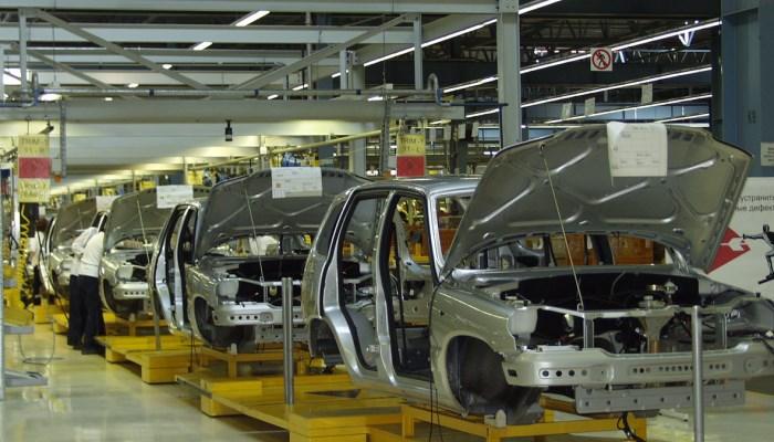 Сборка автомобилей в России сократилась на 14 процентов
