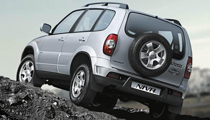 Chevrolet-Niva-zamena-tormoznih-kolodok