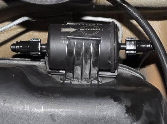 Lada-Kalina-zamena-toplivnogo-filtra-5