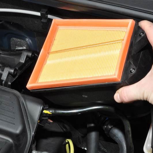 Nissan-Almera-zamena-vozdushnogo-filtra-3