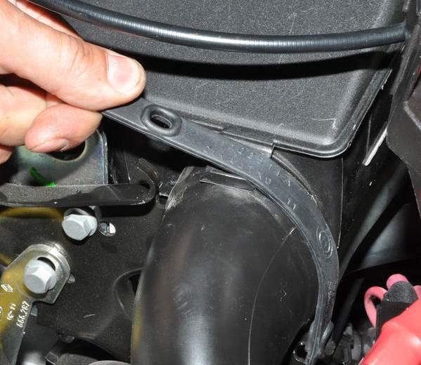 Nissan-Almera-zamena-vozdushnogo-filtra