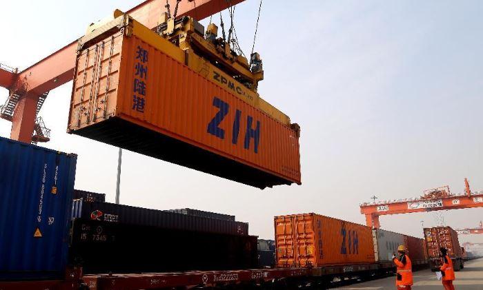 polupricep-dlya-perevozki-kontejnerov (2)