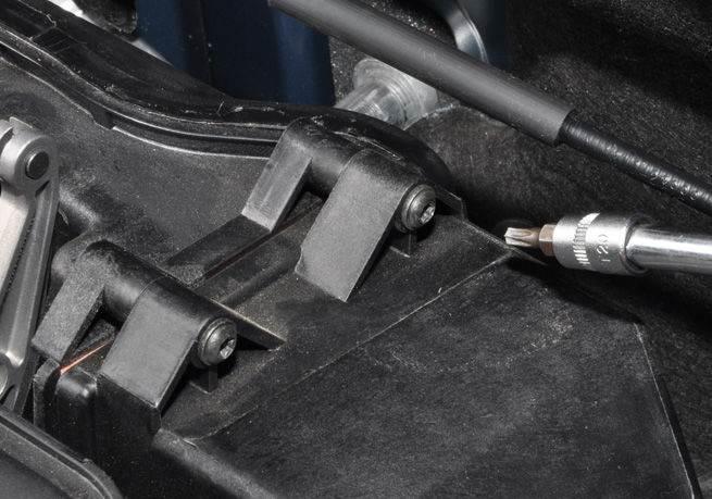 Nissan-Almera-zamena-vozdushnogo-filtra-2